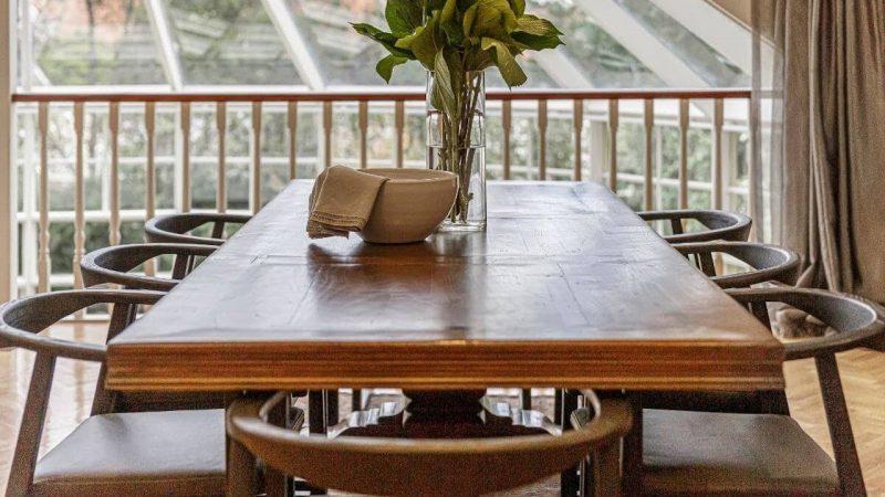 Stoły i krzesła drewniane